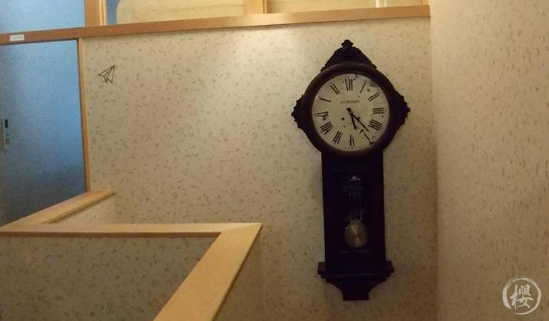アンティークな掛時計